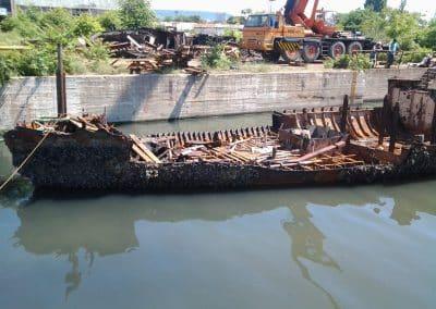 Нарязване на кораб за скрап във Варненското езеро - втори обект